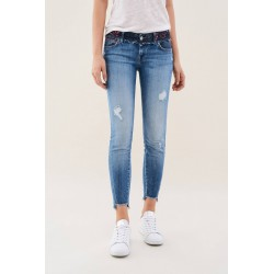 vaquero shape up capri salsa jeans
